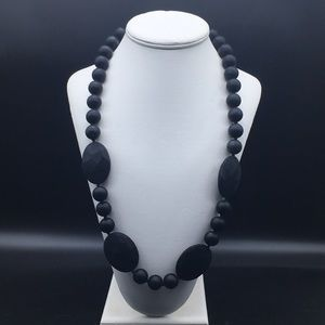 CHEWBEADS PERRY TEETHING NECKLACE Black